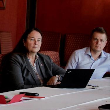 Hege-Merethe Bengtsson, forhandlingsleder og Marius Slettingdalen, leder av forhandlingsutvalget.