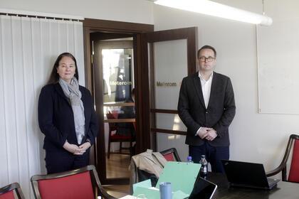 Administrerende direktør Hege-Merethe Bengtsson og riklmekler Mats Ruland. Foto: Tri Nguyen