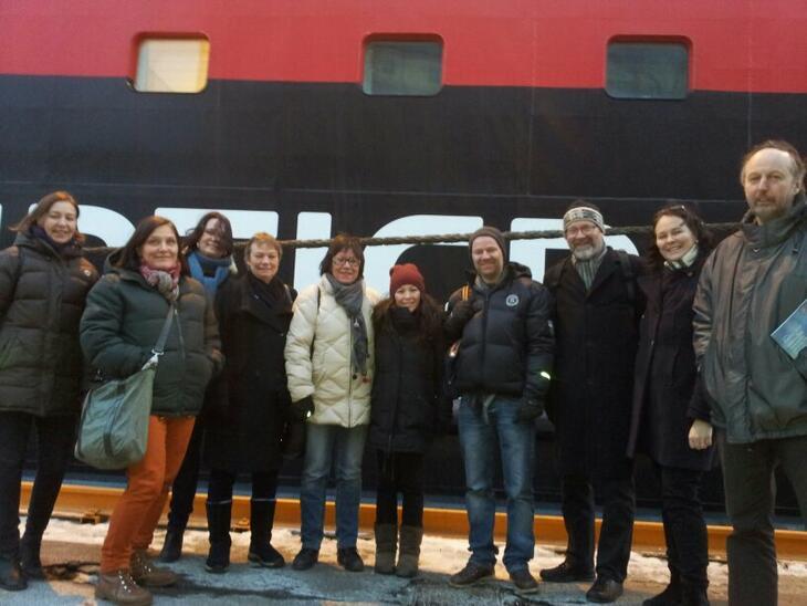 Åshild Olaussen (fra venstre), Liz Helgesen, Lise Agerup, Reidun W Karlsen, Ingjerd Hovdenakk, Laura Holmer-Hoven, Lars Holmer-Hoven, Erik Orskaug, Hege-Merethe Bengtsson og John Sandvik besøkte MS Midtnatsol da den la til kai i Oslo.